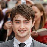 Daniel Radcliffe sonríe en la premiére de la última película de Harry Potter