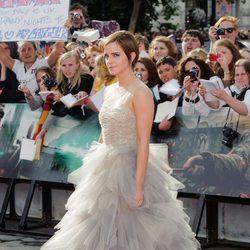 Emma Watson con un impresionante vestido en la premiére de Harry Potter