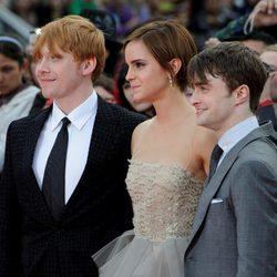 Rupert Grint, Emma Watson y Daniel Radcliffe en la alfombra roja de Harry Potter
