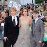 Rupert Grint, Emma Watson y Daniel Radcliffe saludan a los fans de Harry Potter
