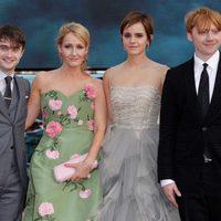 Los protagonistas junto a J.K. Rowling en la premiére de Londres de Harry Potter