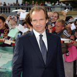 Ralph Fiennes en la alfombra roja de 'Las reliquias de la muerte: Parte 2'