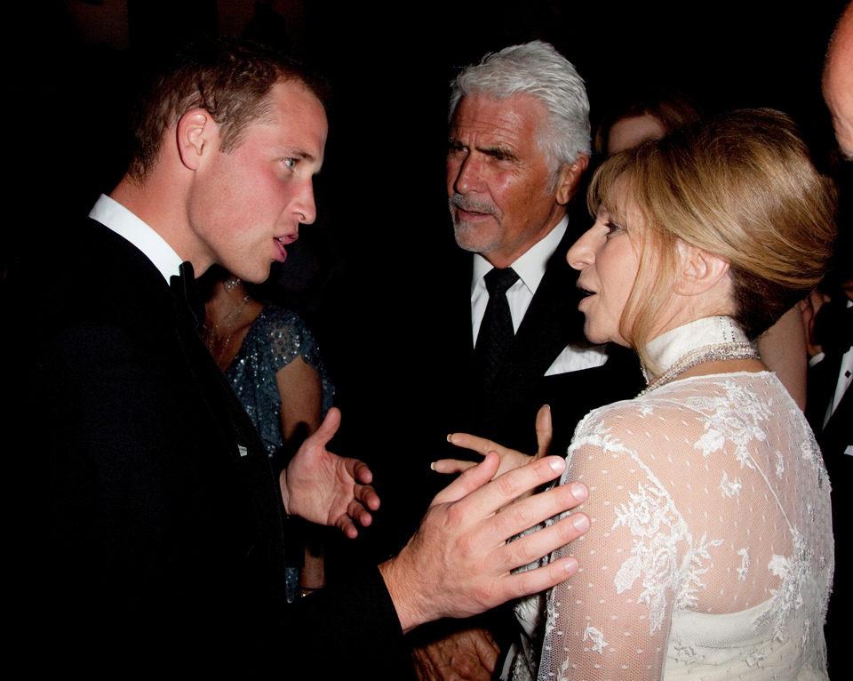 El Príncipe Guillermo junto a Barbra Streisand en los BAFTA Brits