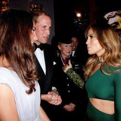Los Duques de Cambridge junto a Jennifer Lopez