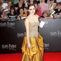 Emma Watson cruza la alfombra roja de 'Las reliquias de la muerte: Parte 2'