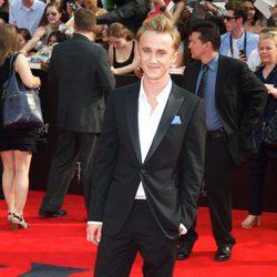 Tom Felton cruza la alfombra roja de Harry Potter en Nueva York