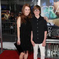 Julianne Moore y su hijo Caleb en la premiére de 'Crazy, stupid love'