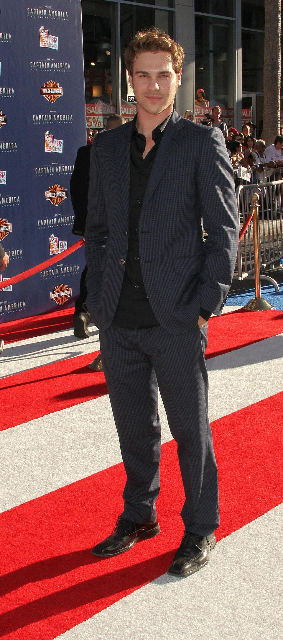 Grey Damon en el estreno de 'Capitán América' en Los Angeles