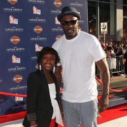 Idris Elba y su hija en la premiére de 'Capitán América'