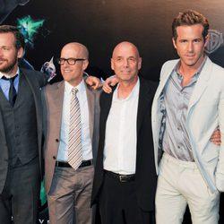 Los actores y el director Martin Campbell en la premiére de 'Green Lantern'