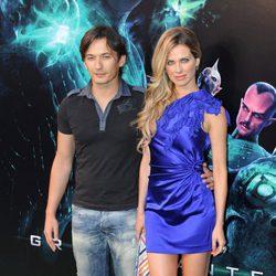 Vanesa Romero y su novio en la premiére de 'Green Lantern'