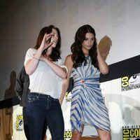 Kristen Stewart y Ashley Greene en la Comic-Con 2011