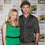 Amanda Seyfried y Justin Timberlake posan en la Comic-Con 2011