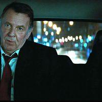 Tom Wilkinson y Jeremy Renner en 'Misión Imposible: Protocolo fantasma'