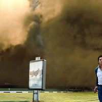 Una nube de humo persigue a Ethan Hunt
