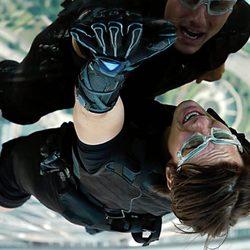Tom Cruise prueba un nuevo gadget en 'Misión Imposible: Protocolo fantasma'