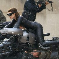 Anne Hathaway vestida como Catwoman