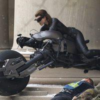 Anne Hathaway rueda una escena de 'El Caballero Oscuro: La leyenda renace'