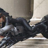 Anne Hathaway estrena una nueva Catwoman para 'El Caballero Oscuro: La leyenda renace'