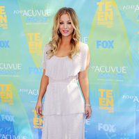 Kaley Cuoco posa en la alfombra de los Teen Choice Awards 2011