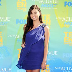 Rebecca Black en la alfombra de los Teen Choice Awards 2011