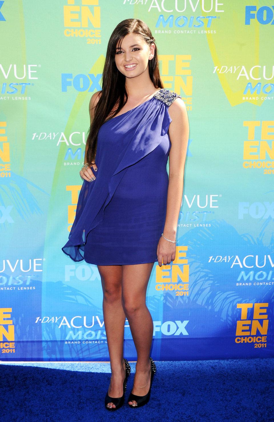 Rebecca Black en la alfombra de los Teen Choice Awards 2011