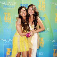 Selena Gomez y Demi Lovato, muy amigas en los Teen Choice Awards 2011