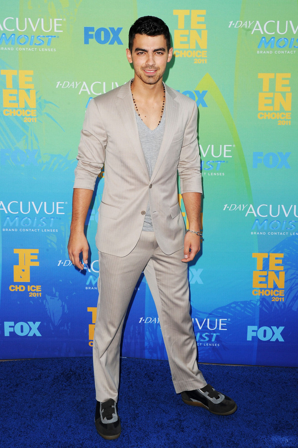Joe Jonas en la alfombra de los Teen Choice Awards 2011