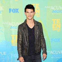 Taylor Lautner en el photocall de los Teen Choice Awards 2011
