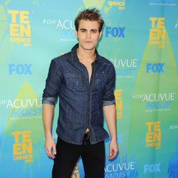 Paul Wesley posa en los Teen Choice Awards 2011