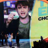 Daniel Radcliffe saluda desde la pantalla de los Teen Choice Awards 2011