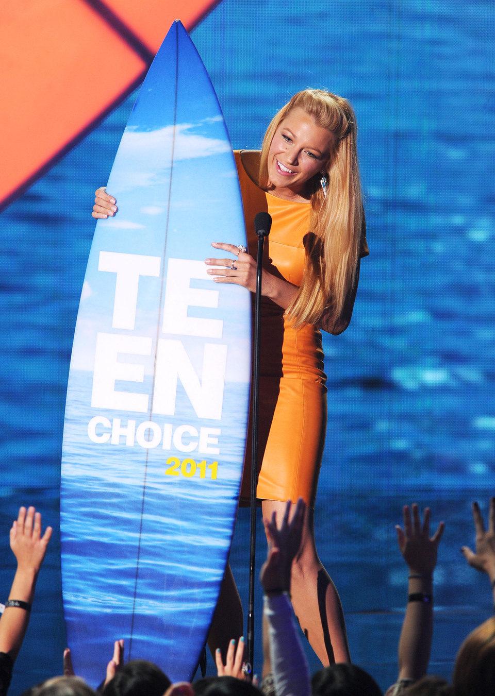 Blake Lively recoge su tabla de surf