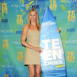 Cameron Diaz posa junto a su Teen Choice Award