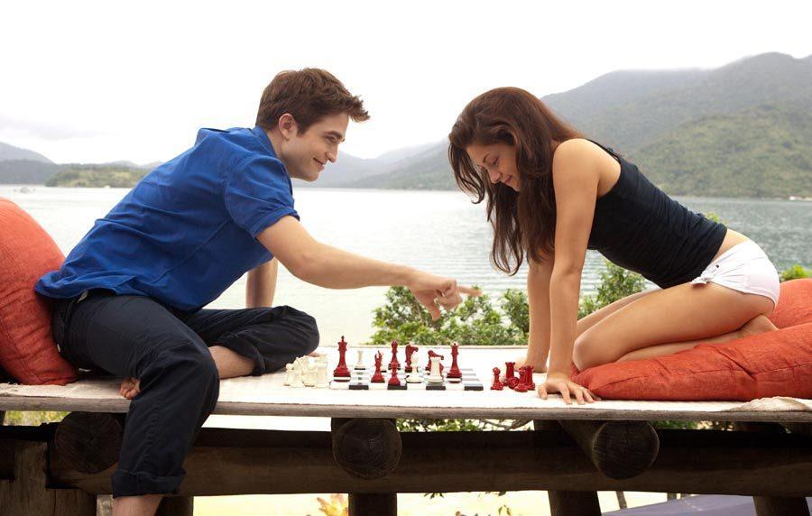 Una partida de ajedrez en 'Amanecer: Parte 1'