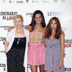 Kiti Manver y Guadalupe Lancho en el photocall de 'Lo contrario al amor'