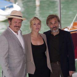 John C. Reilly, Kate Winslet y Christoph Waltz en el Festival de Venecia