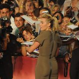 Kate Winslet firma autógrafos en el Festival de Venecia