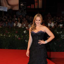 Abbie Cornish en la alfombra roja veneciana