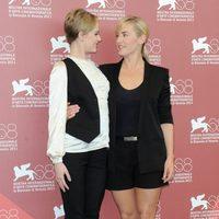 Evan rachel Wood y Kate Winslet presentan 'Mildred pierce' en el Festival de Venecia