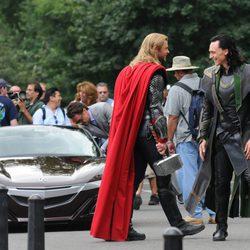 Chris Hemsworth y Tom Hiddleston ruedan 'Los Vengadores'