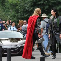 Chris Hemsworth y Tom Hiddleston ruedan 'Los Vengadores'