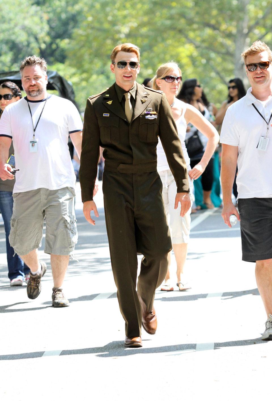 Chris Evans vestido como Steve Rogers en 'Los Vengadores'