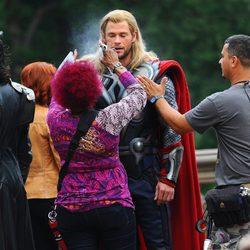 Thor pasa por maquillaje en el rodaje de 'Los Vengadores'