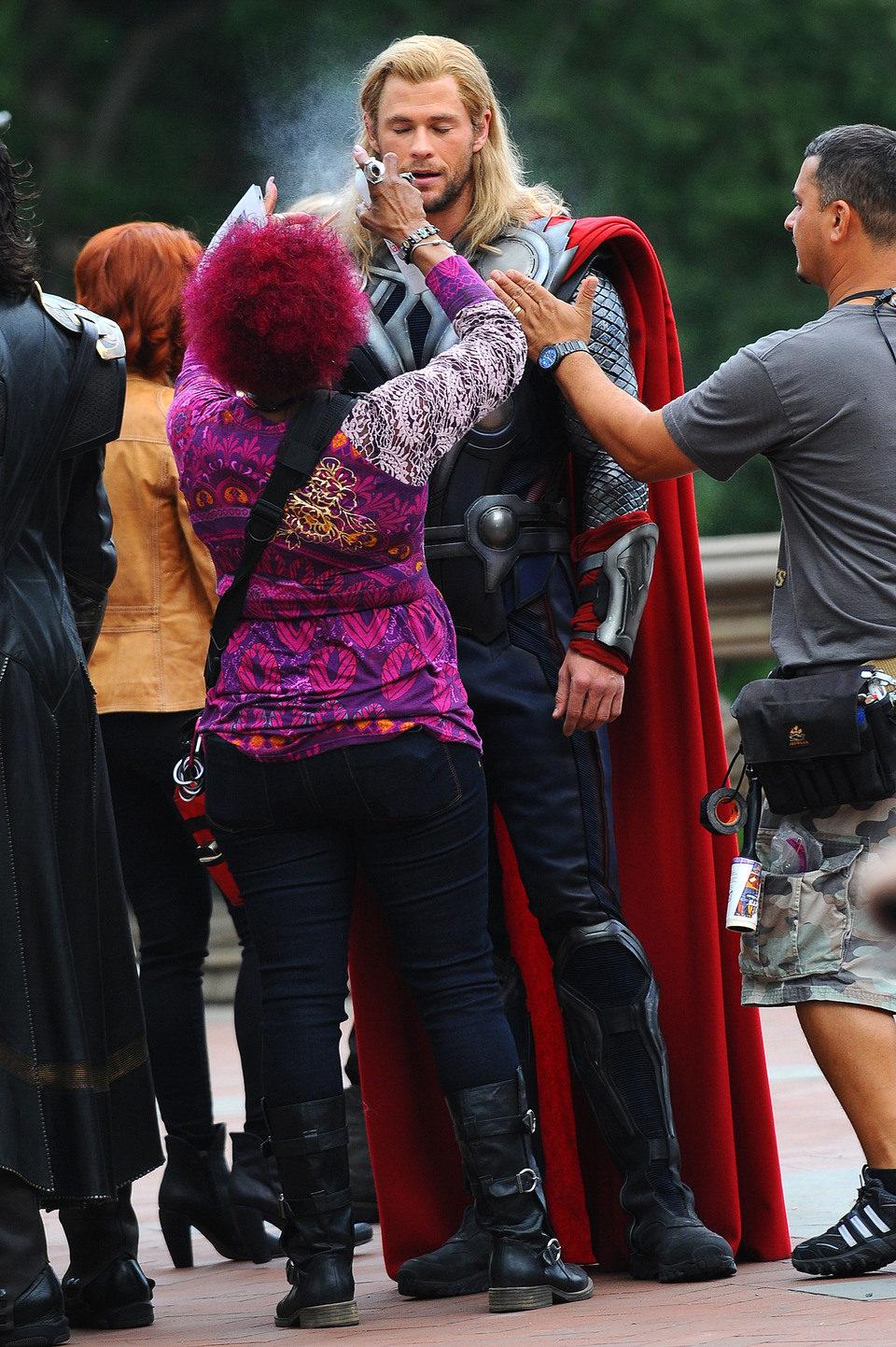 Thor pasa por maquillaje en el rodaje de \'Los Vengadores\', Tamaño ...