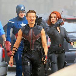 Capitán América, Ojo de Halcón y Viuda Negra en el rodaje de 'Los Vengadores'