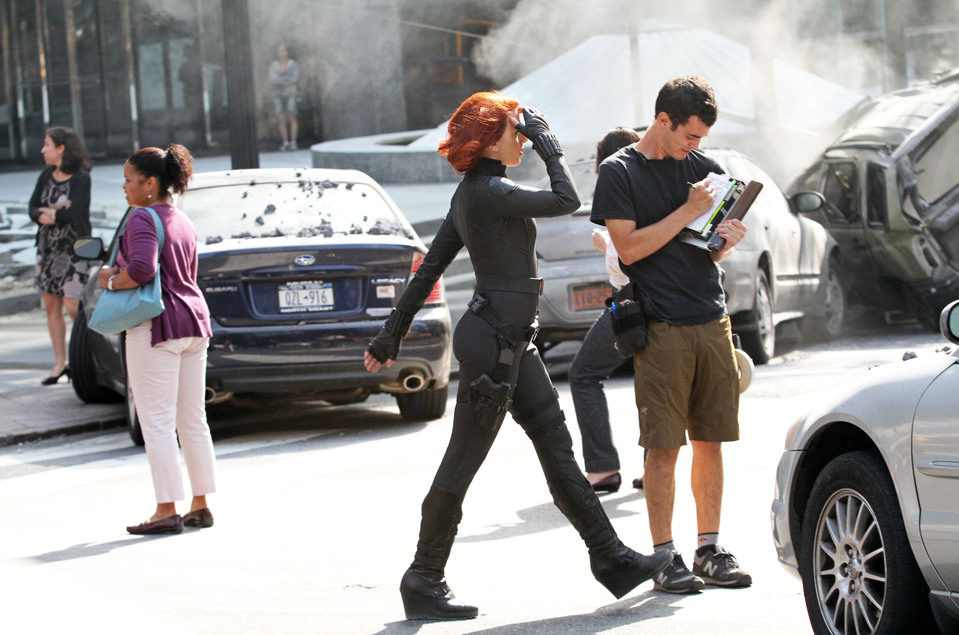 Scarlett Johansson vestida como Viuda Negra