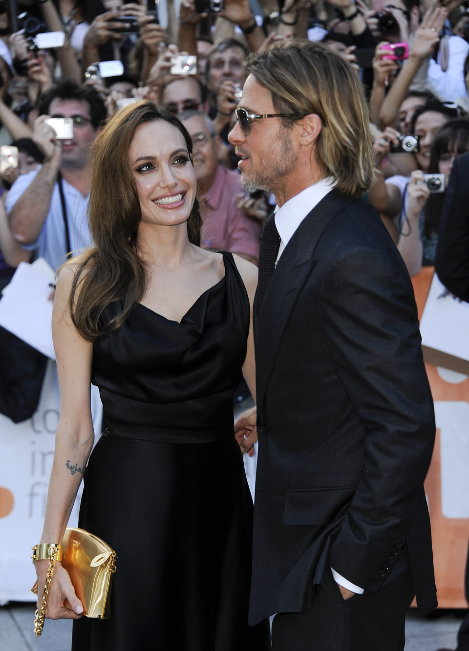 Angelina Jolie y Brad Pitt posan en el TIFF