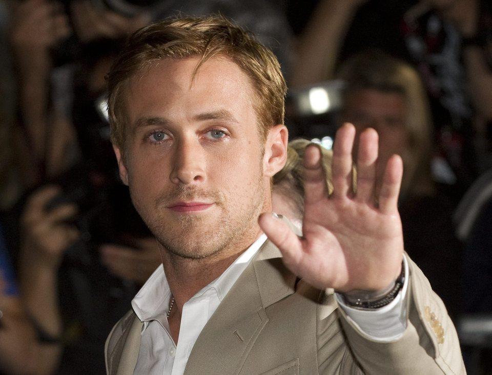 Ryan Gosling saluda en el Festival de Toronto
