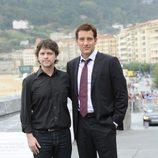Juan Carlos Fresnadillo junto a Clive Owen en el Festival de San Sebastián 2011