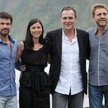 El equipo de 'No habrá paz para los malvados' presenta la película en San Sebastián